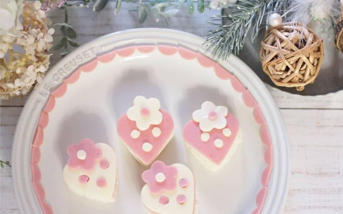 インスタで人気のフードデザイナーtomokoさんの可愛すぎるイチゴパンレシピ♡