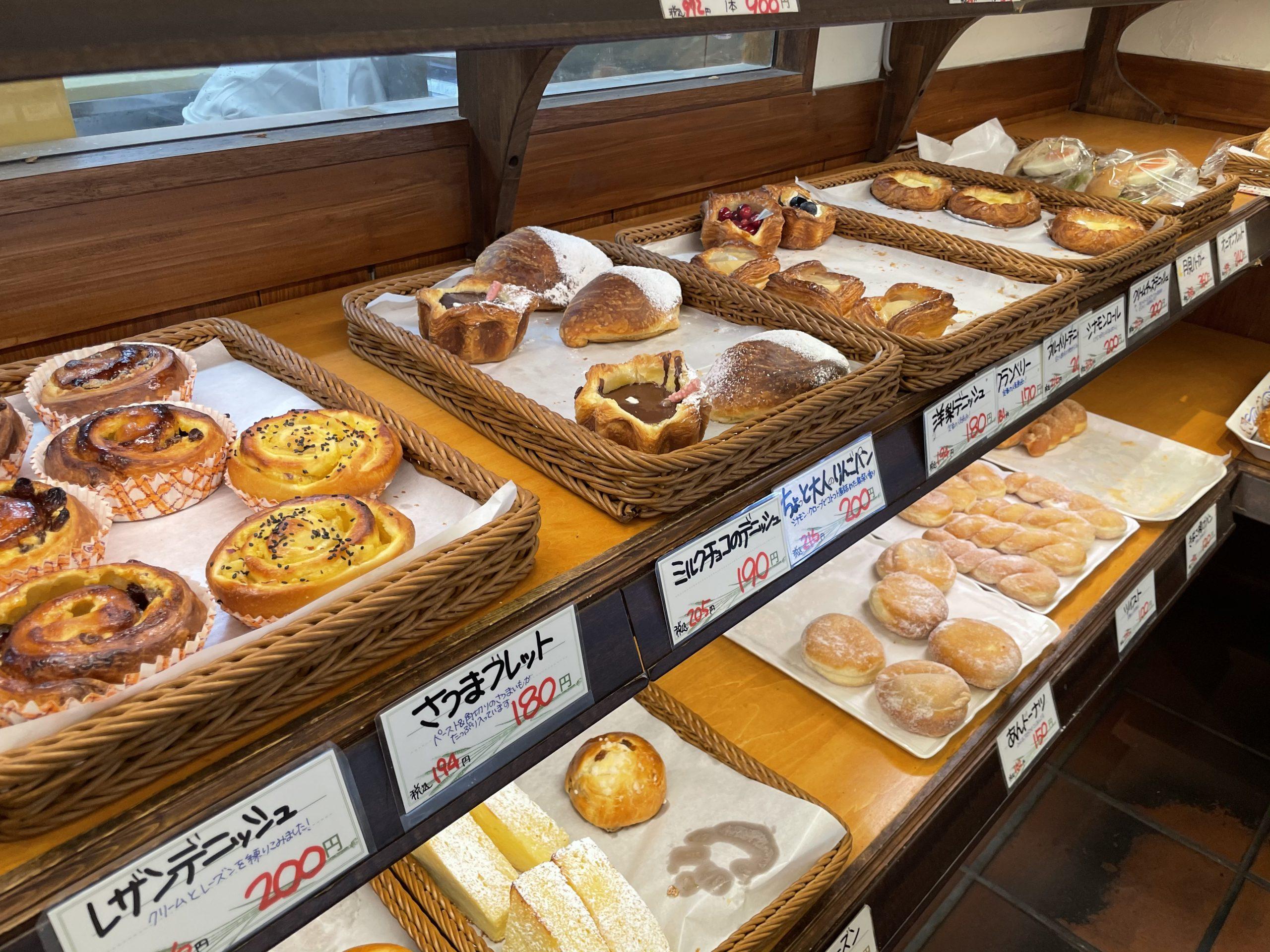 【横浜】カレーパンが人気!富士山溶岩窯で出迎える「ローゼンボア」は創業1937年の老舗ベーカリー