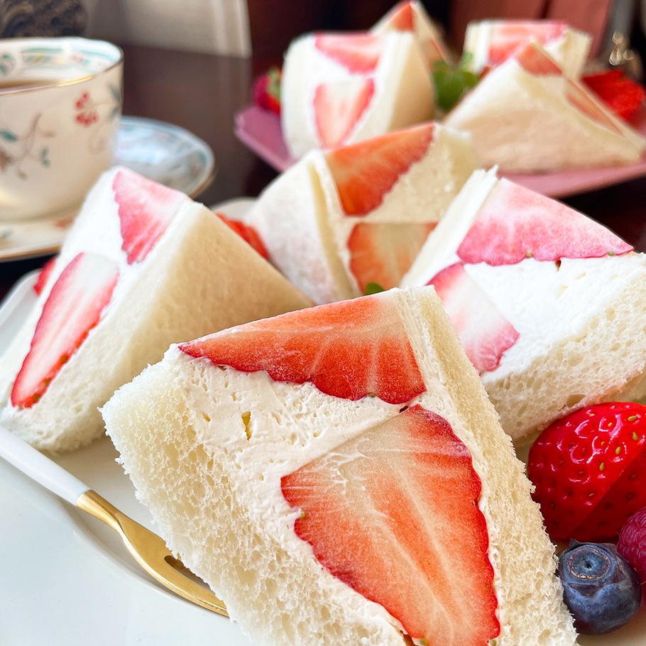 ひとめ惚れ必須! 愛知県西尾のレトロ喫茶「珈琲閣」の贅沢いちごサンド