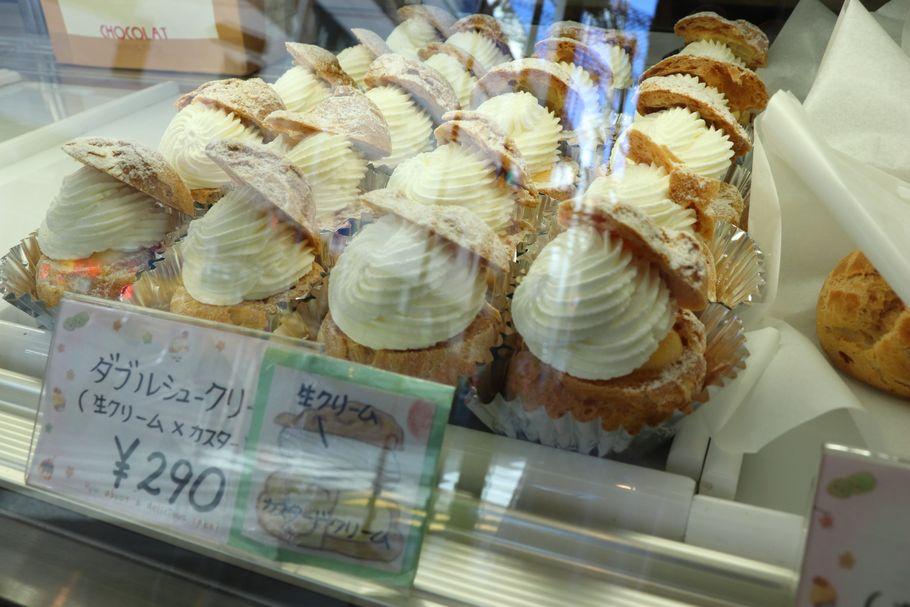 オザワ洋菓子店のシュークリーム