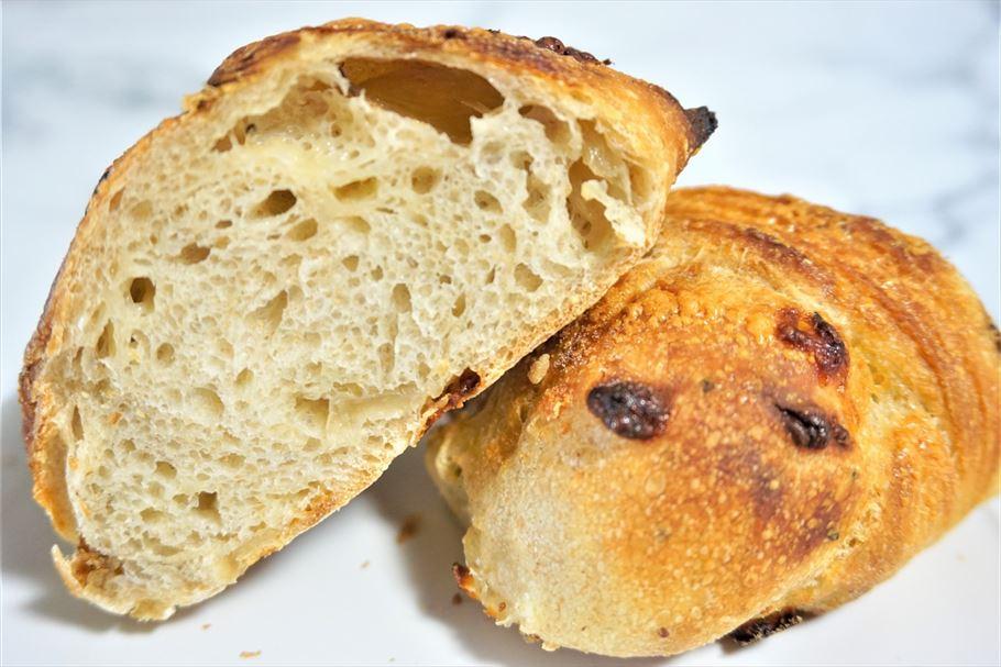 世界一のパン職人が作る絶品パンを九品仏「 Comme'N ( コム・ン)」で。オーラが眩しいパンたちからテイクアウトしたのは…