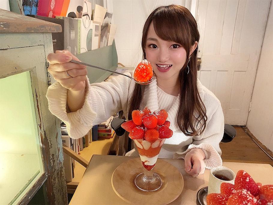 三重県の明和町「cafe-shiroiro」の古民家カフェで、まるでいちご狩り! 大満足のいちごパフェ