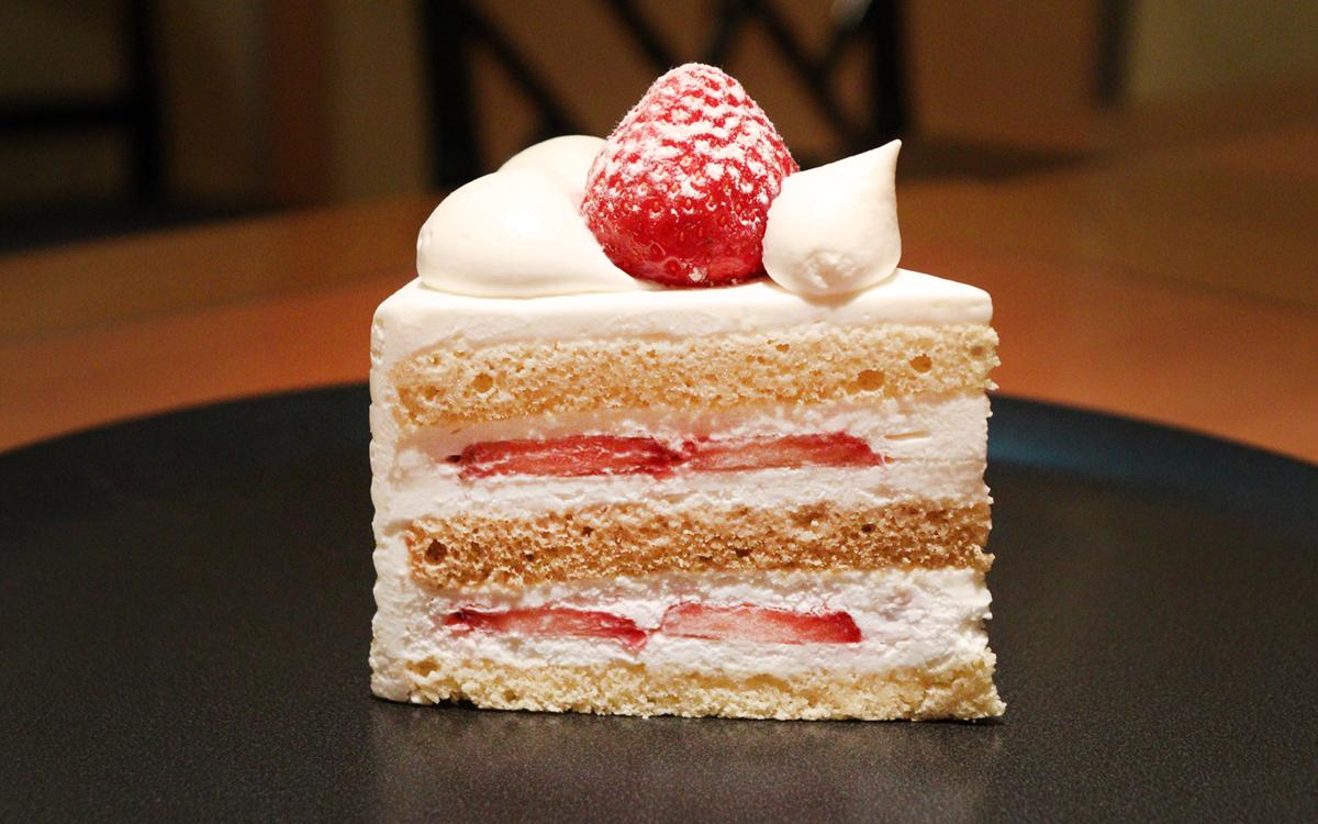 """ショートケーキ連載vol.02 食べられるのは5月まで。最高級にして、味も最高クラス。ホテルニューオータニ(東京)「パティスリー SATSUKI」の""""スーパー""""なケーキ"""