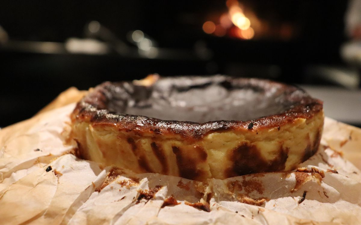 TVでも話題。銀座のミシュラン一つ星の名店「薪焼 銀座おのでら」の薪を使ったバスクチーズケーキ