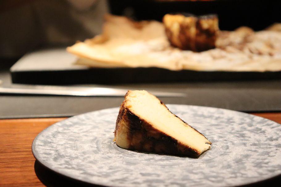 銀座のミシュラン一つ星の名店「薪焼 銀座おのでら」の薪を使ったバスクチーズケーキ
