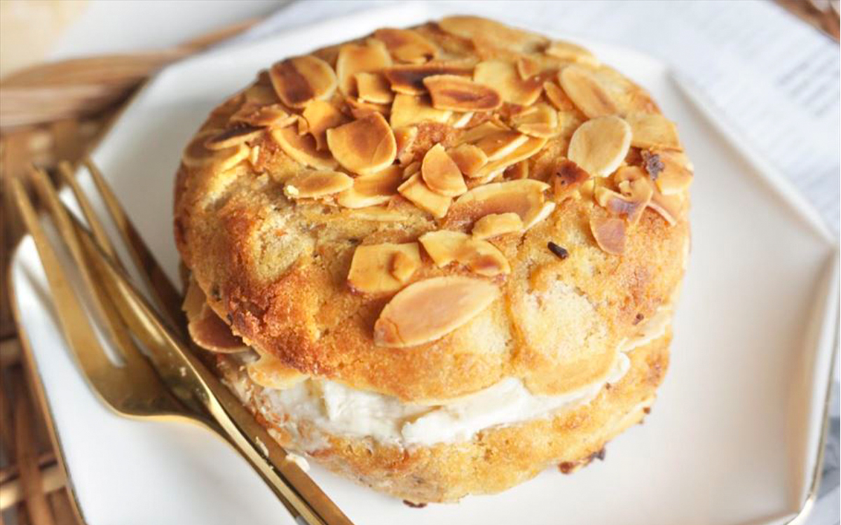 ウフ。パン部×AGEHA CLASSIC。坂本リエ考案の「キャロットケーキ好きのためのキャロットケーキベーグル」