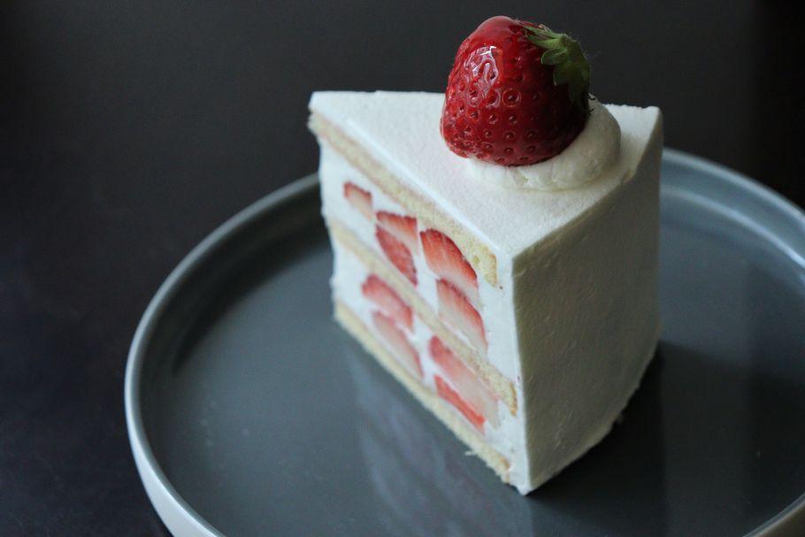 行列必至。京都「メゾン・ド・フルージュ 苺の店」オリジナルのいちご「あんルージュ」が踊る