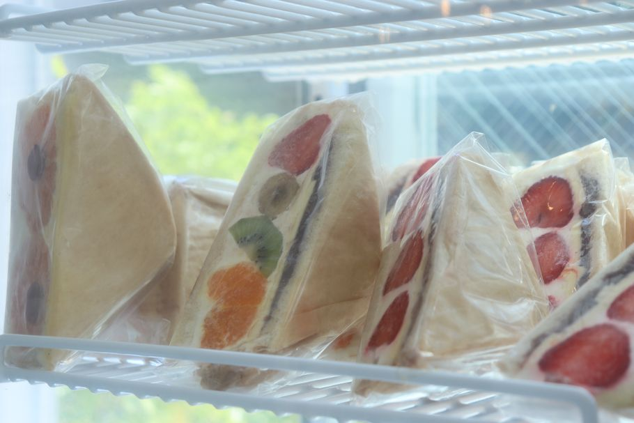 """「INITIAL Omotesando 」〆パフェの名店が繰り出す砂糖をほとんど使わない""""お花かわいいフルーツサンド"""""""