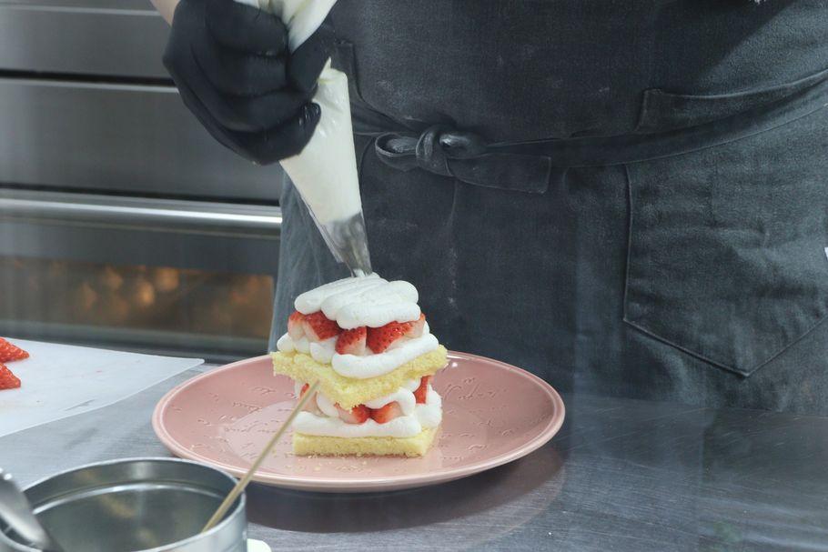 出来立てを目で見て、すぐ食べて感じる日本一フレッシュなショートケーキ「Sweets Cafe KYOTO KEIZO」