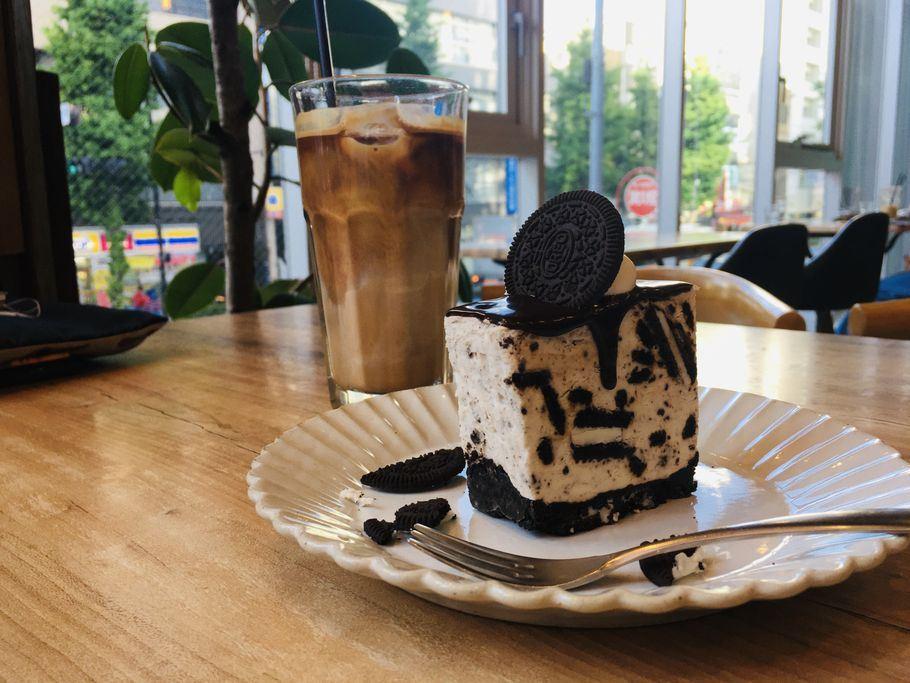 ~人気スポット蔵前~蔵前のまるでそびえ立つ壁?!『en(エン)で絶品クッキークリームチーズケーキ』