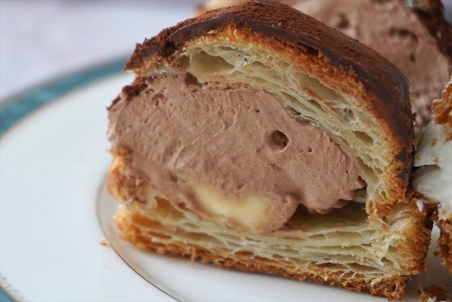 兵庫・夙川で半世紀の洋菓子店「エルベラン」の、パンオショコラを使用した、激レアなマリトッツォ!!マリトッツォ''ぽいの''と''みたいなの''とは!?