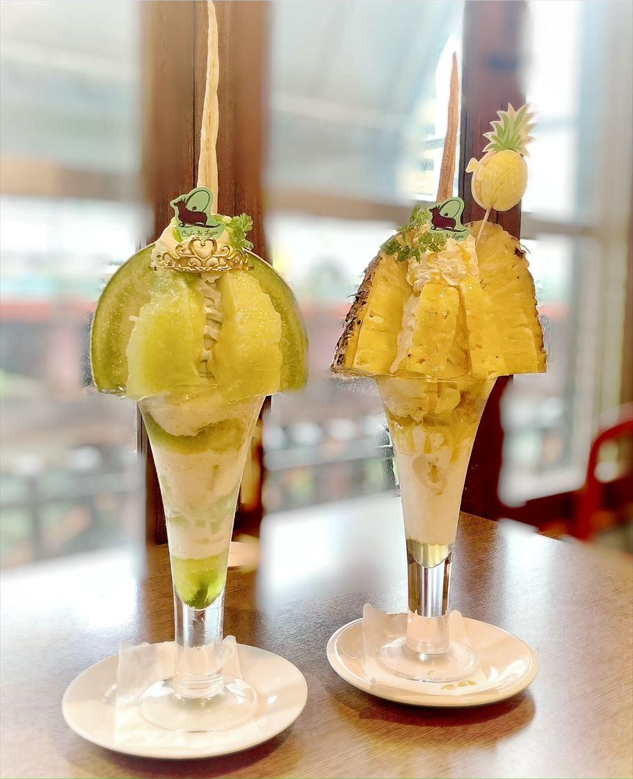 ど迫力!!高さ30センチ越え?!名古屋にあるフランスの香り漂う『カフェドリオンブルー』でいただく完熟フルーツもたっぷり☆大きなパフェ☆