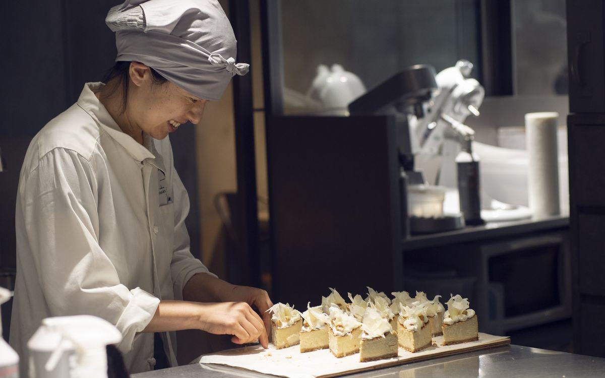 「パティスリィ  アサコイワヤナギ」(等々力)岩柳麻子さんに聞くパフェのインスピレーション