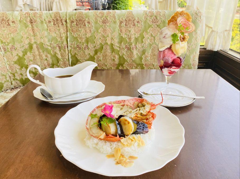 伊豆一の絶景×バラのパフェ!? 季節で変わる「花の妖精」の美しすぎるパフェ