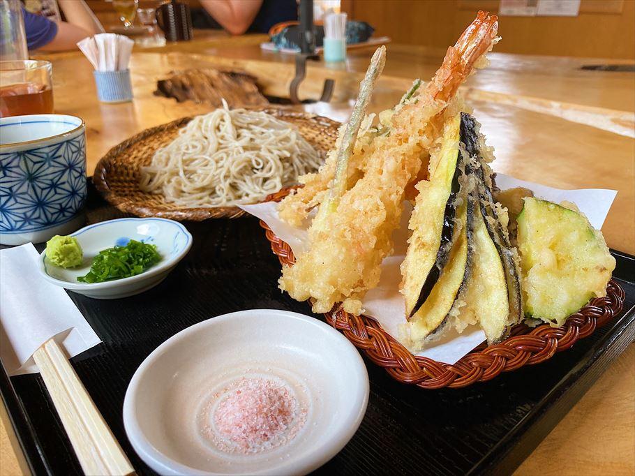 蕎麦屋が作る自家製フルーツパフェ!旬のフルーツが盛りだくさん!「蕎麦屋 匠」(埼玉県加須市)