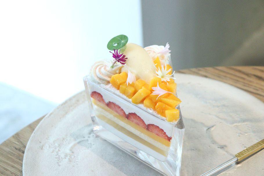 ショートケーキorパフェ? 2杯目から注文できる、世田谷区上野毛の「ラトリエ ア マ ファソン」の三角グラスのパフェ