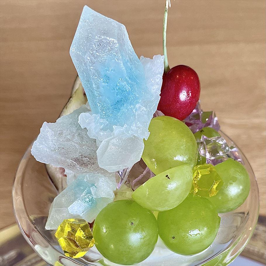 限定5食!福岡で琥珀糖のスペシャリストが作る『ハラペコラボ』の鉱物パフェ
