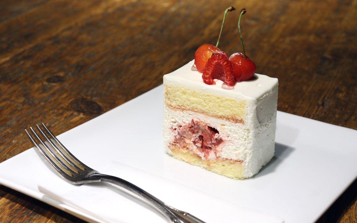 マスカルポーネが生み出す、奇跡のまろやかさ。季節のさくらんぼと「pâtisserie de bon coeur」(武蔵小山)連載:最高のショートケーキを求めて vol.9