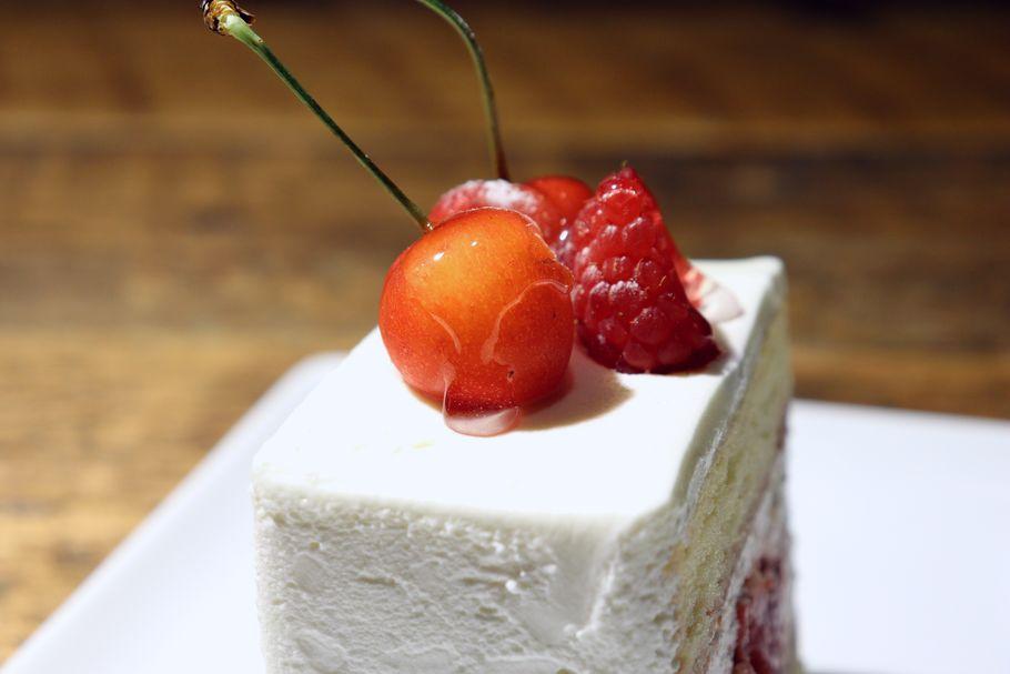 マスカルポーネが生み出す、奇跡のまろやかさ。季節のさくらんぼと「patisserie de bon coeur」(武蔵小山)連載:最高のショートケーキを求めて vol.10