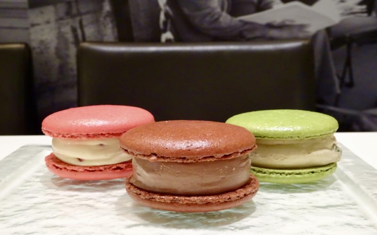 独自の研究で生まれた「パティスリー・サダハル・アオキ・パリ」唯一無二のサクッ・しっとり・ひんやりのマカロン×アイス