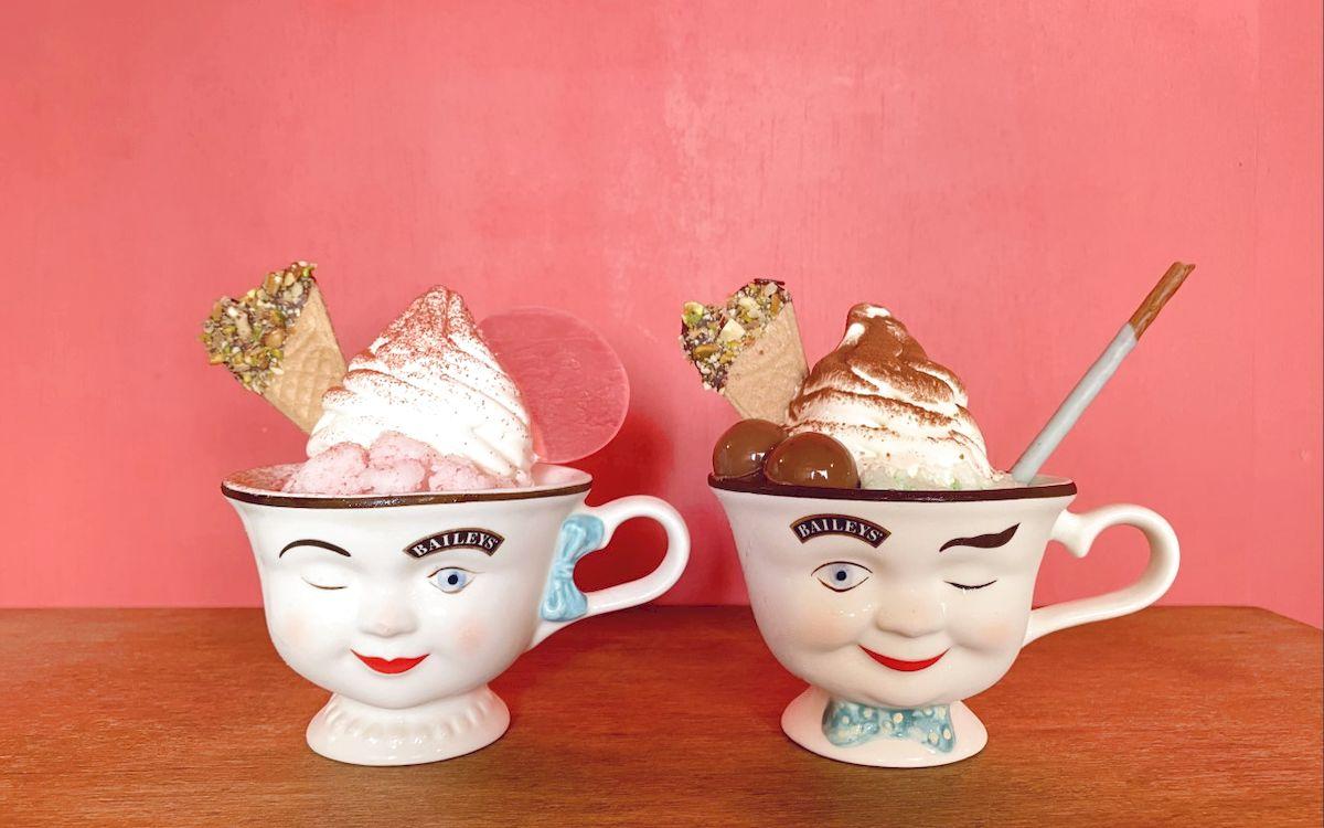 魅惑の「cafe tocco」世界。 2つ並べたくなるポットの器に、かき氷の上に濃厚なソフトクリーム♡(静岡・三島)