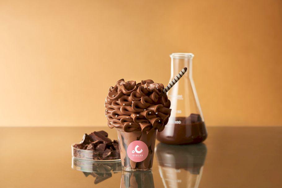 衝撃の花束のようなソフトクリーム!? ソフトクリーム研究所が作りだす、エアリーで特濃ソフトクリーム「ディグラボ ソフトクリーム研究所」(大阪・難波)