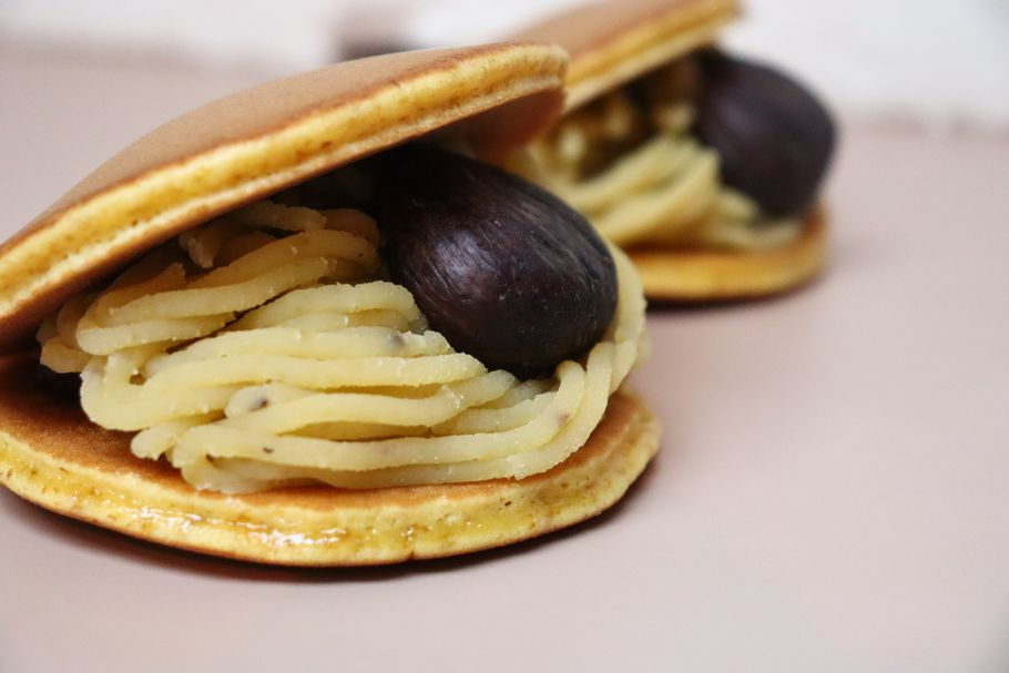 「nanarica」のモンブラン×どら焼き。作り立てはほわっふわ、濃厚で栗好き必見の美味しさ