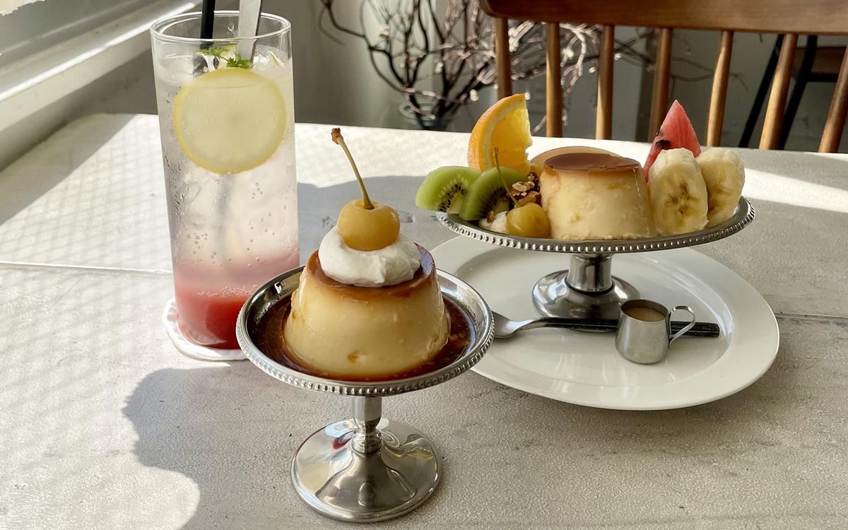 珍しい黄色いさくらんぼが上に。福岡のカフェ『くらすこと』のプリンと、プリンアラモード