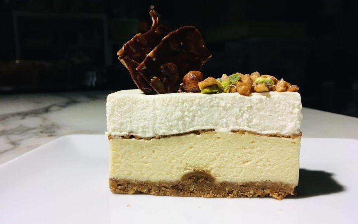 右から左へ食べる? 「pâtisserie de bon cœur」シェフおすすめチーズケーキの食べ方とは??(東京:武蔵小山)