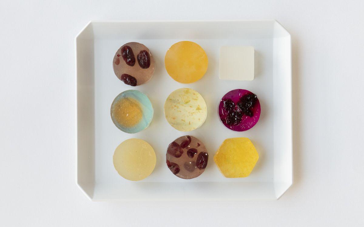 """ガラス工芸作家が作る""""生琥珀""""とは? 京都発「瑠璃菓」の魅惑の琥珀糖菓子"""